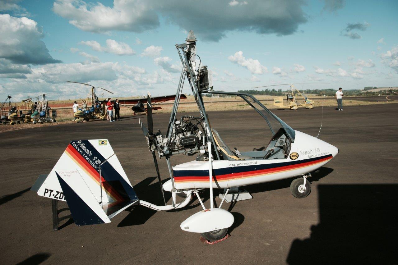 Mach 15 = Falcon Traveller